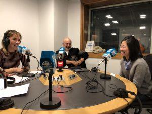 La doctora Won junto con Katia Rocha en radio Intereconomía